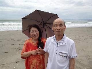 徳島、思い出の海での石川夫妻.jpg